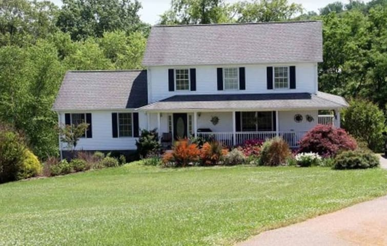 Private Relaxing Country Living - Bedford - House