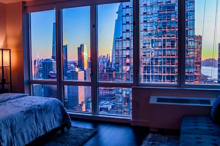 Luxury Skyrise Views of Empire State Building!