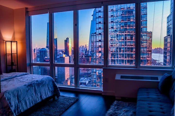 Luxury Condo Views of The Empire State Building!