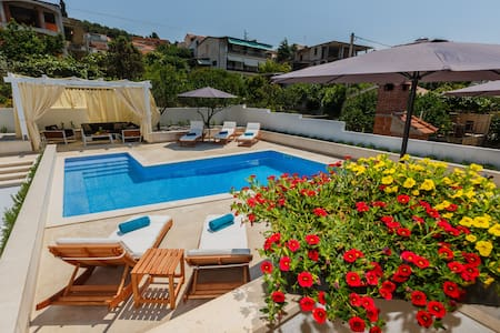 Luxury 4* Studio Apartment with heated pool