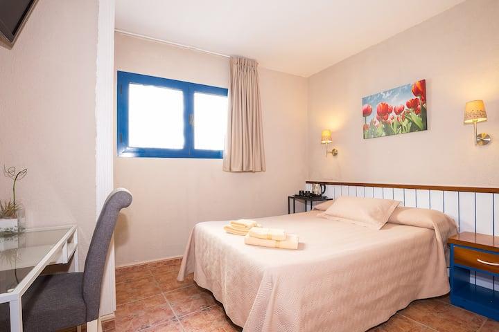 Confortable habitación doble con baño privado