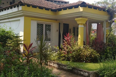 Cozy villa yellow for couple stay - Cavelossim