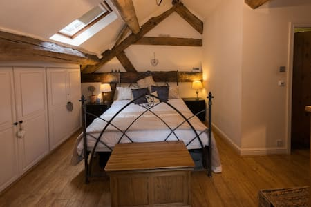 Spacious Oak beamed Bedroom in 'listed' Barn - Warrington