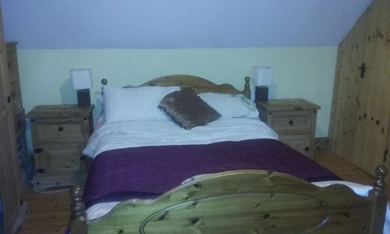 Double Room with Ensuite near Galway Racecourse - Galway - House