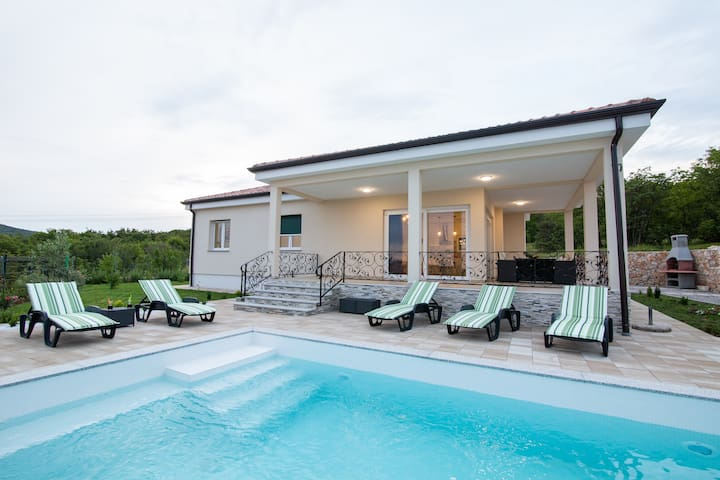 Villa Mirage - holiday home with pool in Krasica