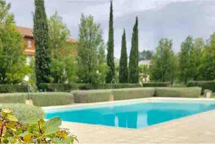 T2 cosy dans une résidence standing avec piscine