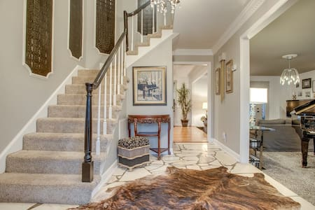 Private Pool! 4 bedroom in the Best neighborhood! - Brentwood - House