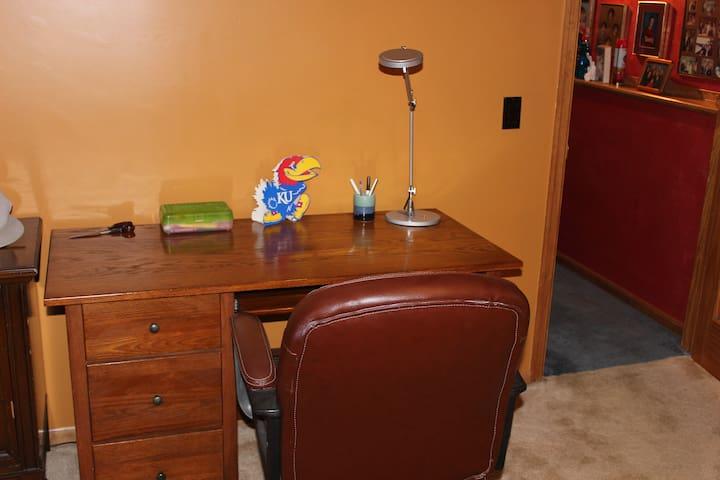 Desk, coffee maker in room