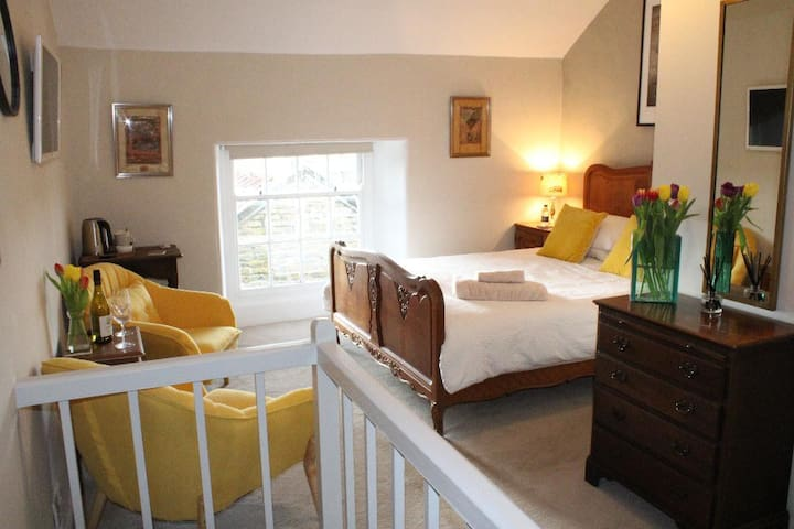 Self contained luxury en suite bed and breakfast
