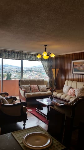 DEPARTAMENTO ACOGEDOR CON ESPECTACULAR VISTA - Quito - Appartement