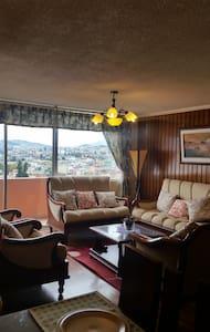 DEPARTAMENTO ACOGEDOR CON ESPECTACULAR VISTA - Quito - Huoneisto