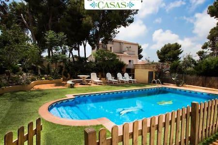 Villa Oasis, con una piscina segura, para 8-10 personas, a sólo 5 minutos de la playa - Costa Dorada