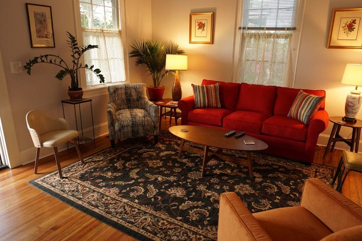 Football! Stylish Home min from DTWN & UofSC's WBS