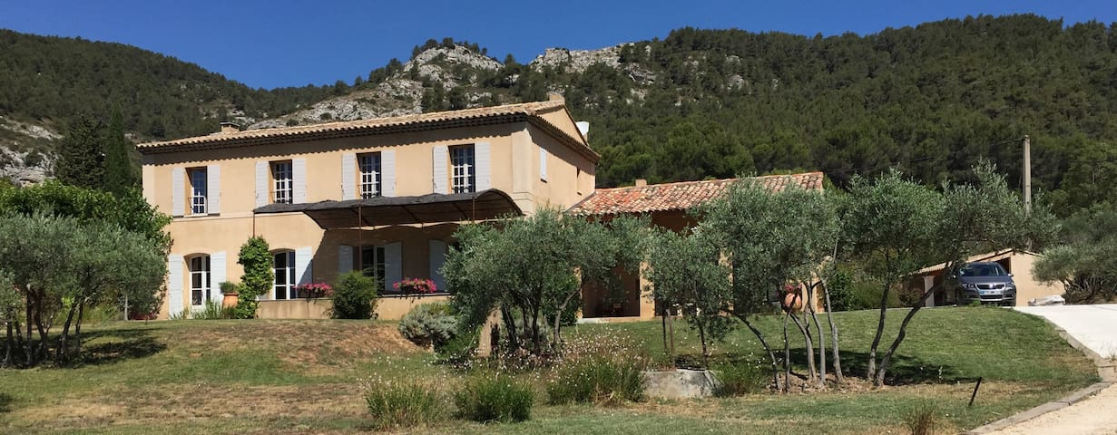 A Classic Provencale Bastide with panoramic views. - Saint-Zacharie - Villa