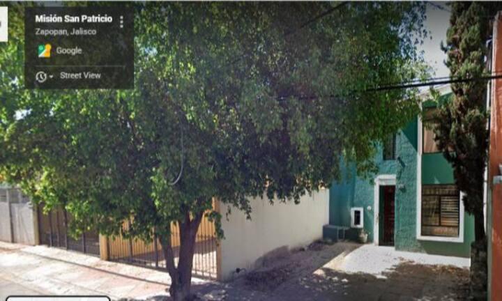 Casa con Excelente Ubicación en Zapopan.