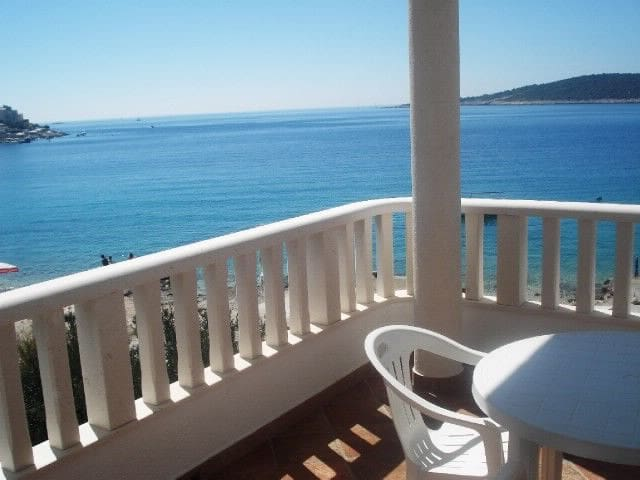 Studio Apartment, 100m from city center, beachfront in Sevid, Terrace