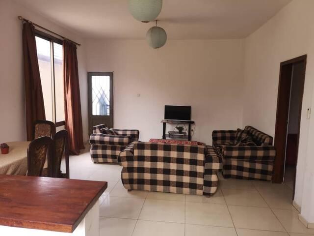 Appartement meublé (salon, sàm, cuisine, 2 ch à c)