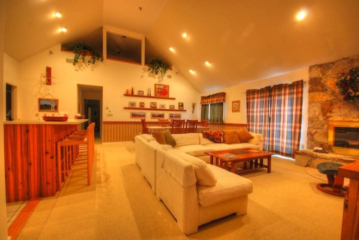 Cozy, spacious mountain condo - Stratton