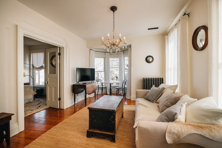 3 Bedroom Suite in a Historic Home near Willy St