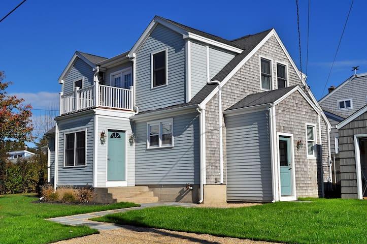 Atlantic beach house houses for rent in middletown for Beach house ri