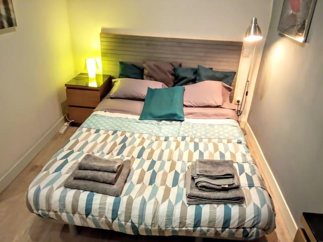 Habitación con baño privado en el centro de Madrid