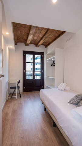 Nice room with balcony- city centre