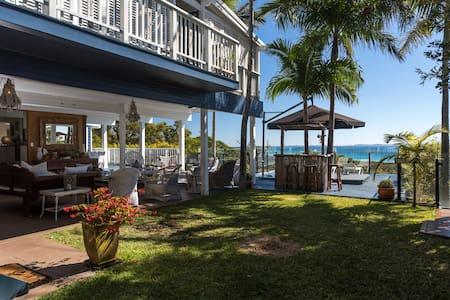 Straddie Chill - 2 Storey Ocean View Beach House