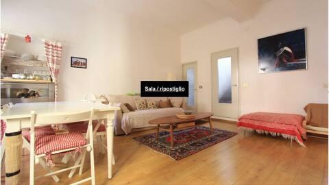 Spaziosa stanza privata / Spacious private room