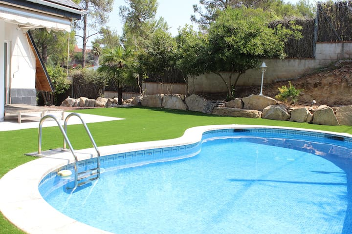 Beautiful villa, close to Barcelona - Corbera de Llobregat - Willa