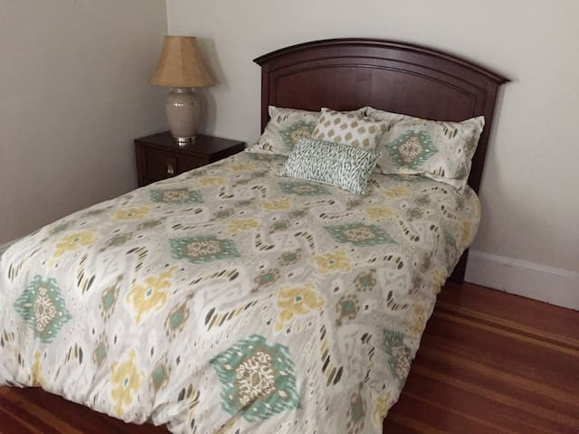 Charming Private Bedroom with Free Parking