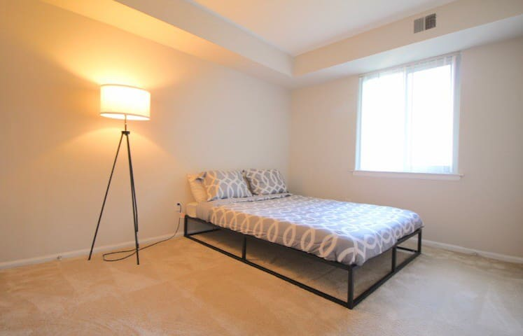 Want a cozy  room , Queen mattress , an clean Area