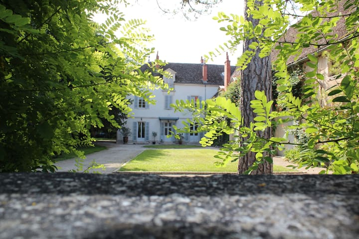 """""""Les Aromes"""" Château de Tailly""""  piscine"""