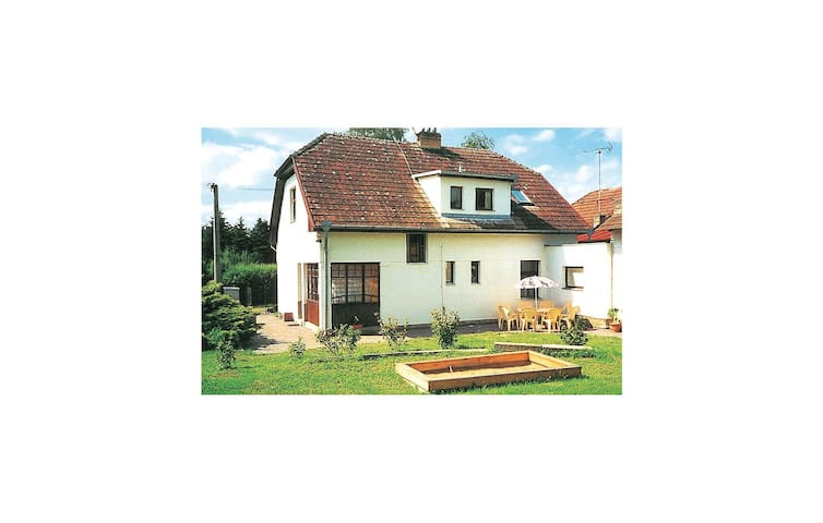 Holiday cottage with 4 bedrooms on 164 m² in Cercany