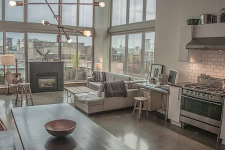 Modern Gastown Loft With Deck, Fireplace and Gym - Vancouver