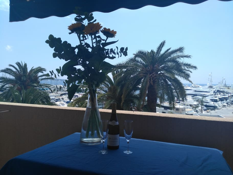 Table and chairs on the Terrace for meals face to the sea
