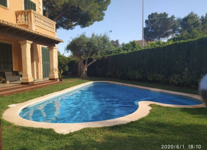 Villa Puig de Ros close to the Beach with Wi-Fi, Balcony, Terraces, Garden, Pool & Jacuzzi; Street Parking Available