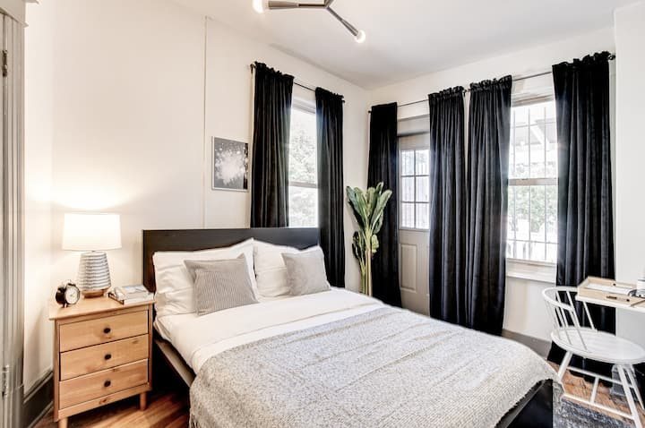 Spacious Full Room in Capitol Hill for Rent