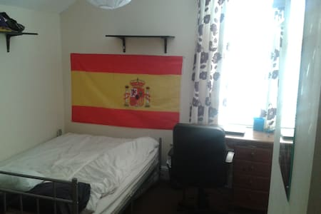 Bedroom available in Cardiff 17 Oct - Cardiff