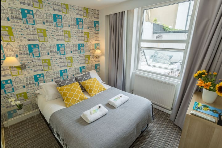 Cosy and Quiet DBL Room Close to Brighton Pier