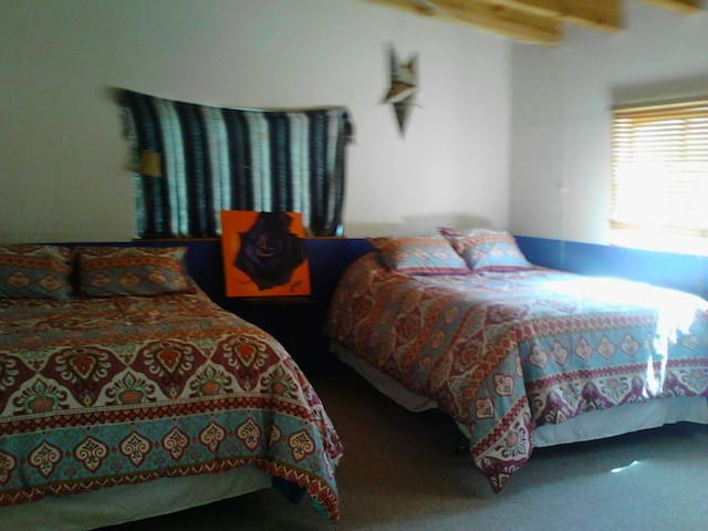 Winter retreat hot springs & slopes - Ojo Caliente - Huis