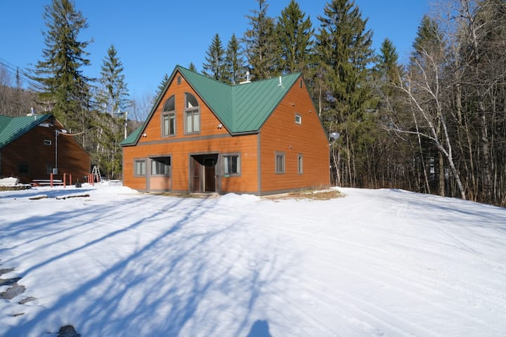☆ SKI ON & OFF! ☆ Spruce Glen Townhome C on Great Eastern Trail w/Sauna, Fireplace