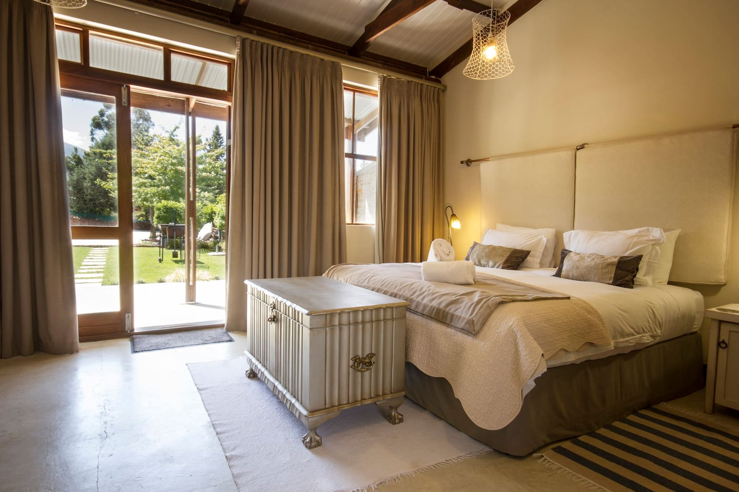 Luxury room with king bed (or twin if requested) Patio with garden views and bbq facilities