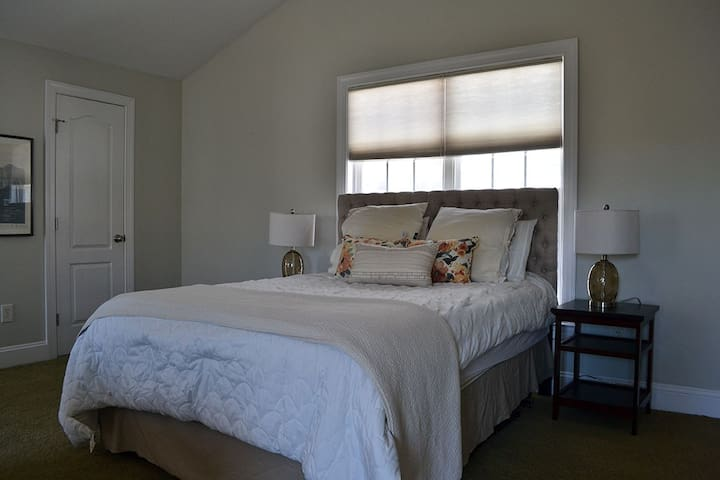 Delightful Downtown Carriage House - Raleigh - Hus