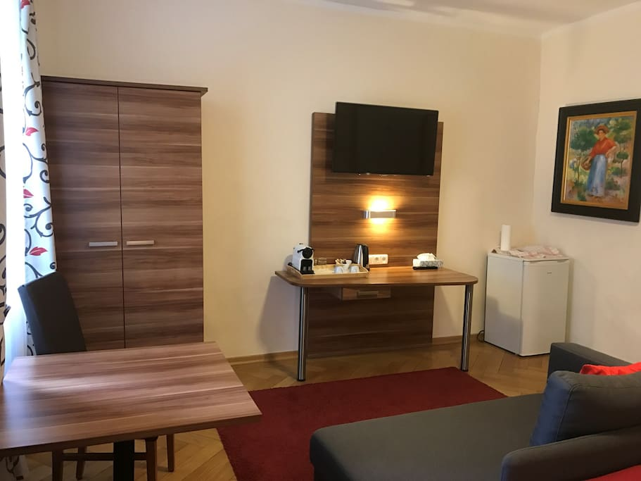 in the heart of munich private bathroom in hallway serviced apartments for rent in munich. Black Bedroom Furniture Sets. Home Design Ideas