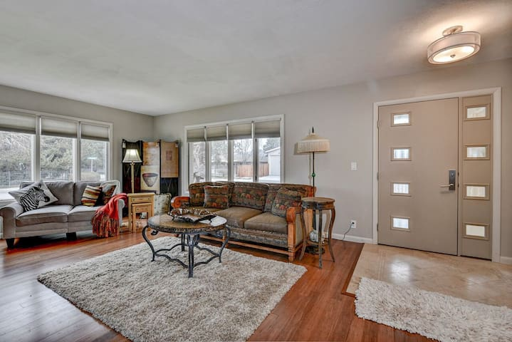Beautifully updated. Great central Boise location
