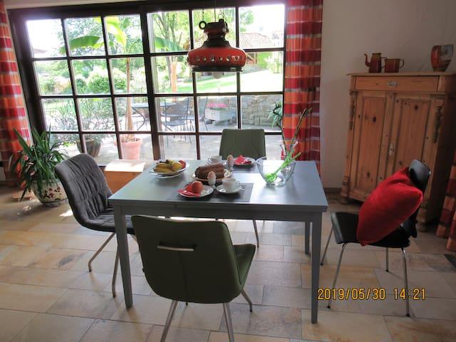 Eßzimmer mit Terrassenzugang