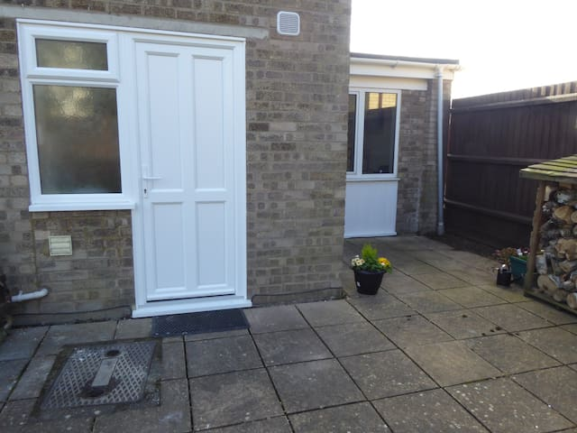Own entrance, self contained Annexe near Cambridge