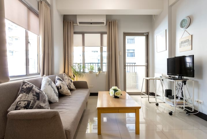 1 Bedroom Condo at Manhattan Parkview III