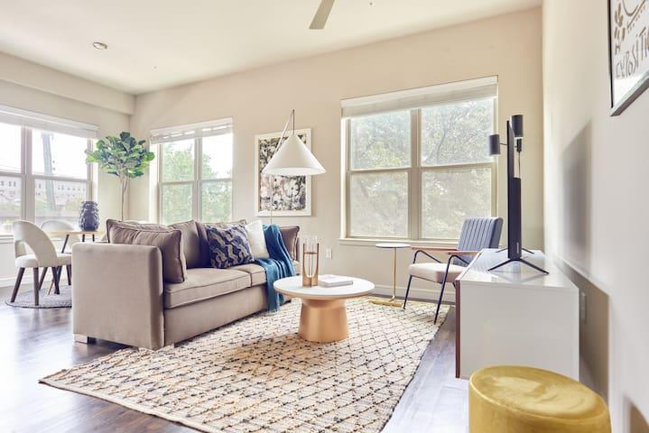 Sonder | Oak Grove | Bright 2BR + Balcony