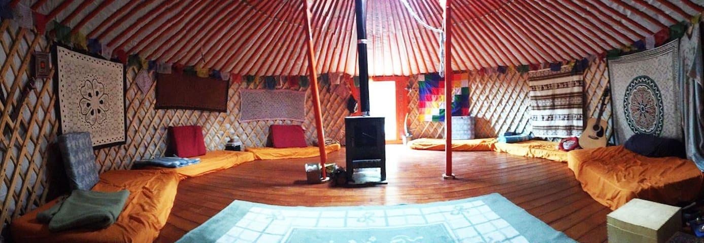 Yurta Mongol en la Montaña - Font-rubí - 小木屋